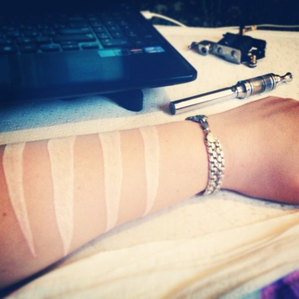 (08.07.2014 me, instagram) Татуировка 2 - Поджившие следы от когтей