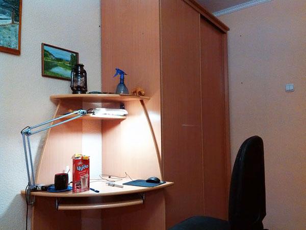 (14.08.2014 blogger) Новый стол для ноутбука - И шкаф