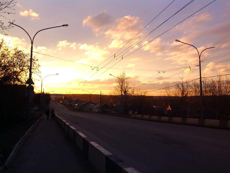 (23.04.2015 blogger) Гуляем с Сашей по Каменску - Закат с Горбатого моста