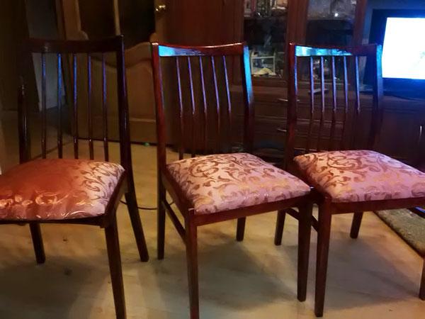 (20.07.2015 blogger) Отреставрировали стулья - Обшкурили, покрыли лаком, сделали новые седушки