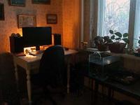 (07.02.2013 blogger) Переезд Алены - Собрал стол и поставили аквариумы