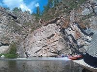 (12.06.2013 doroga) На лодке до 2 висячего моста - Катер у скал