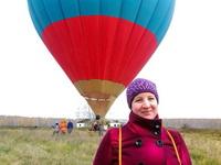 (16.10.2014 gorod, doroga) Алена и воздушный шар - Сел в Монастырке - в поле у старых ферм